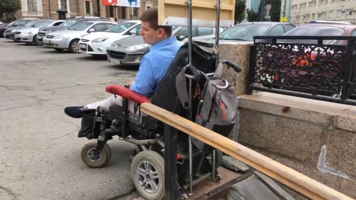«Я хочу удобный город»: челябинский инвалид вышел на пикет против новых подземных переходов