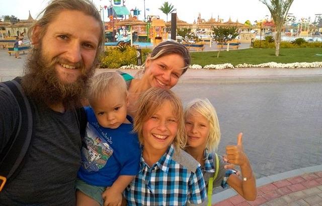 Павел и Марина Саверченко путешествуют с тремя детьми