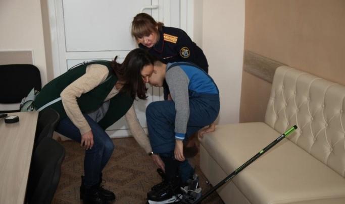 Детский омбудсмен отправила в Омск проверяющих из-за мальчика, стоявшего коленями на гречке