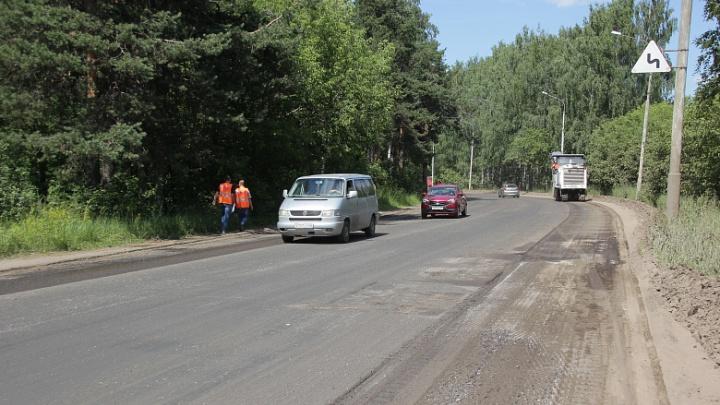 «Нужно больше техники»: как в Ярославле ремонтируют дорогу за Волгой