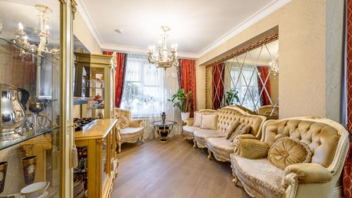 В центре Екатеринбурга продают квартиры в викторианском стиле и с золотым креслом-каретой