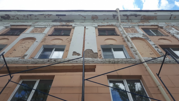 «Думаю, что многих посадят»: чиновники хотят наказать подрядчиков, сорвавших сроки ремонта фасадов