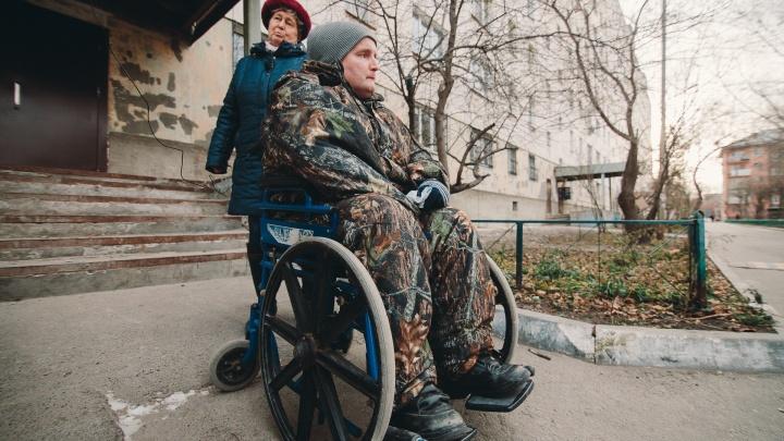 Капремонт дома на Республики лишил инвалида возможности выбраться на улицу. Пандуса нет в проекте