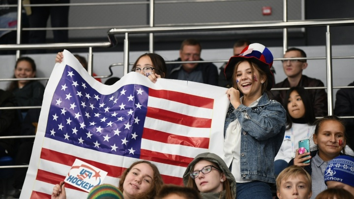 Школьников Красноярска отправляют на соревнования Универсиады болеть за сборные разных стран