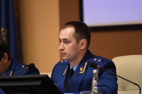 Константин Букреев зарабатывает в месяцоколо 220 тысяч рублей