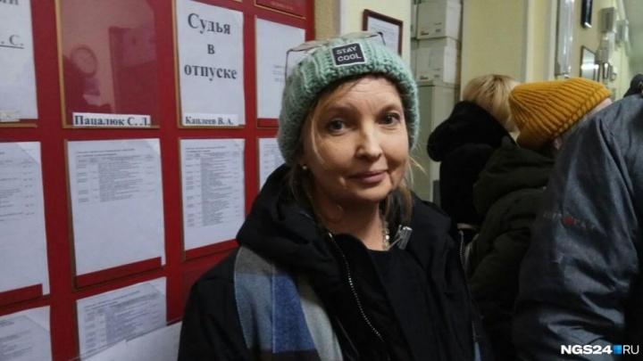 «Хотела пнуть по пятой точке»: суд дал слово обвиняемой в нападении на полицейского