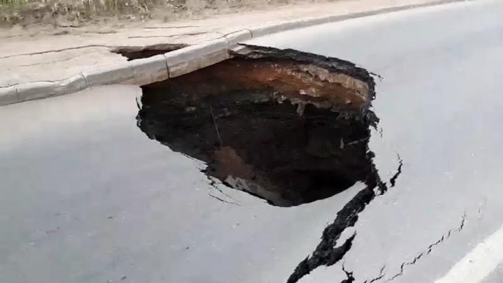 Стало известно, почему на улице Алма-Атинской образовалась «черная дыра»