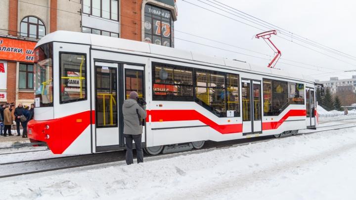Ловим на живца: рассказываем, как прокатиться на новом трамвае по улицам Омска