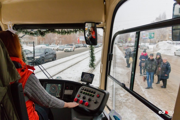 Работу кондуктора в трамваях №15 выполняет водитель