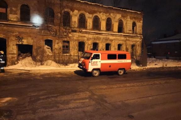 Один человек сгорел в заброшенном здании
