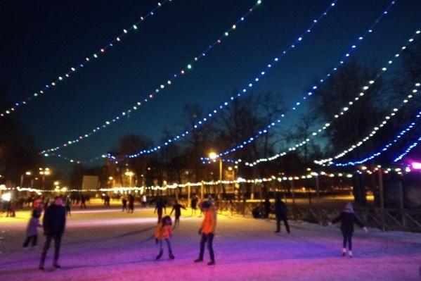 Площадку украсили в преддверии Нового года