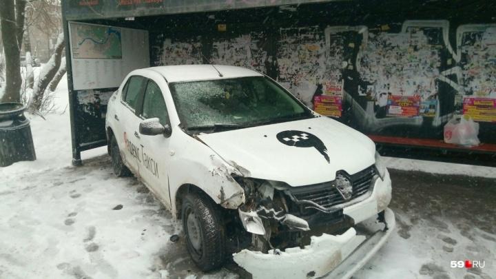В Перми на таксиста, который сбил людей на Мильчакова, возбудили уголовное дело