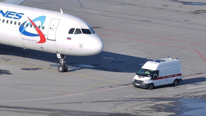 На борту самолёта, который экстренно сел в Екатеринбурге, умер пассажир