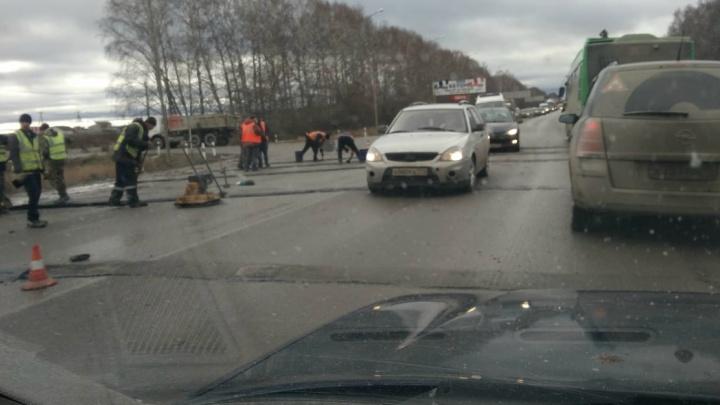 Дорожное видео недели: бред на Полевском тракте, торопыга на ВАЗе и неудачный поворот в столб