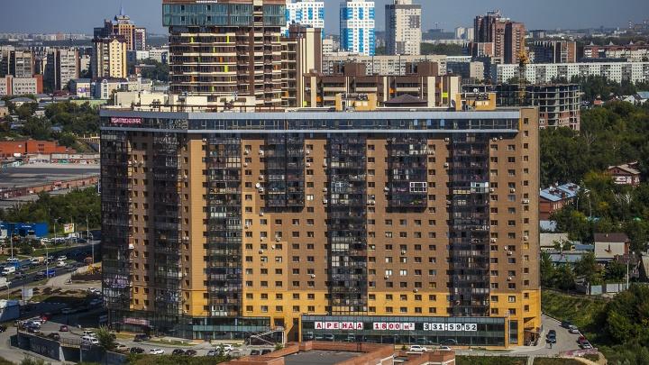 Новосибирец 7 лет не может продать квартиру — в неё надо входить через балкон