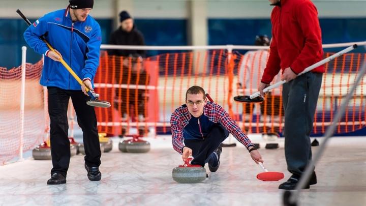 Как усмирить «ревущие» камни: работник челябинского завода побеждает на чемпионатах мира по кёрлингу