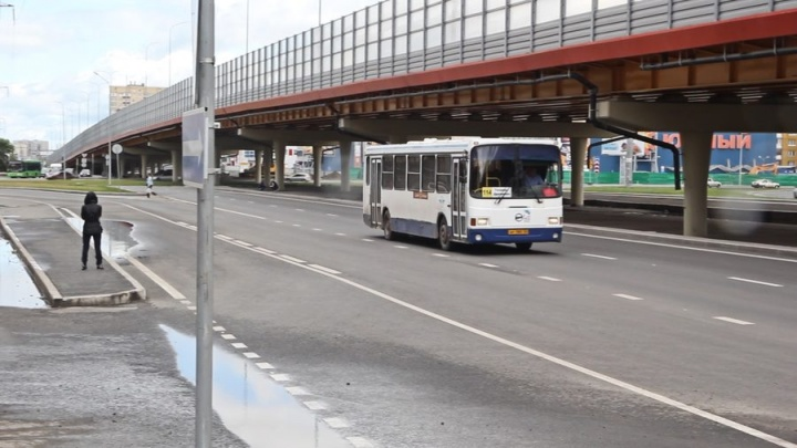 В тюменском автобусе перевернулась коляска с девятимесячным малышом, ребенок получил ушибы