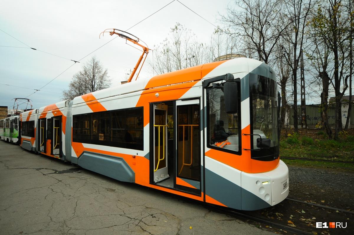 А это новый низкопольный трамвай