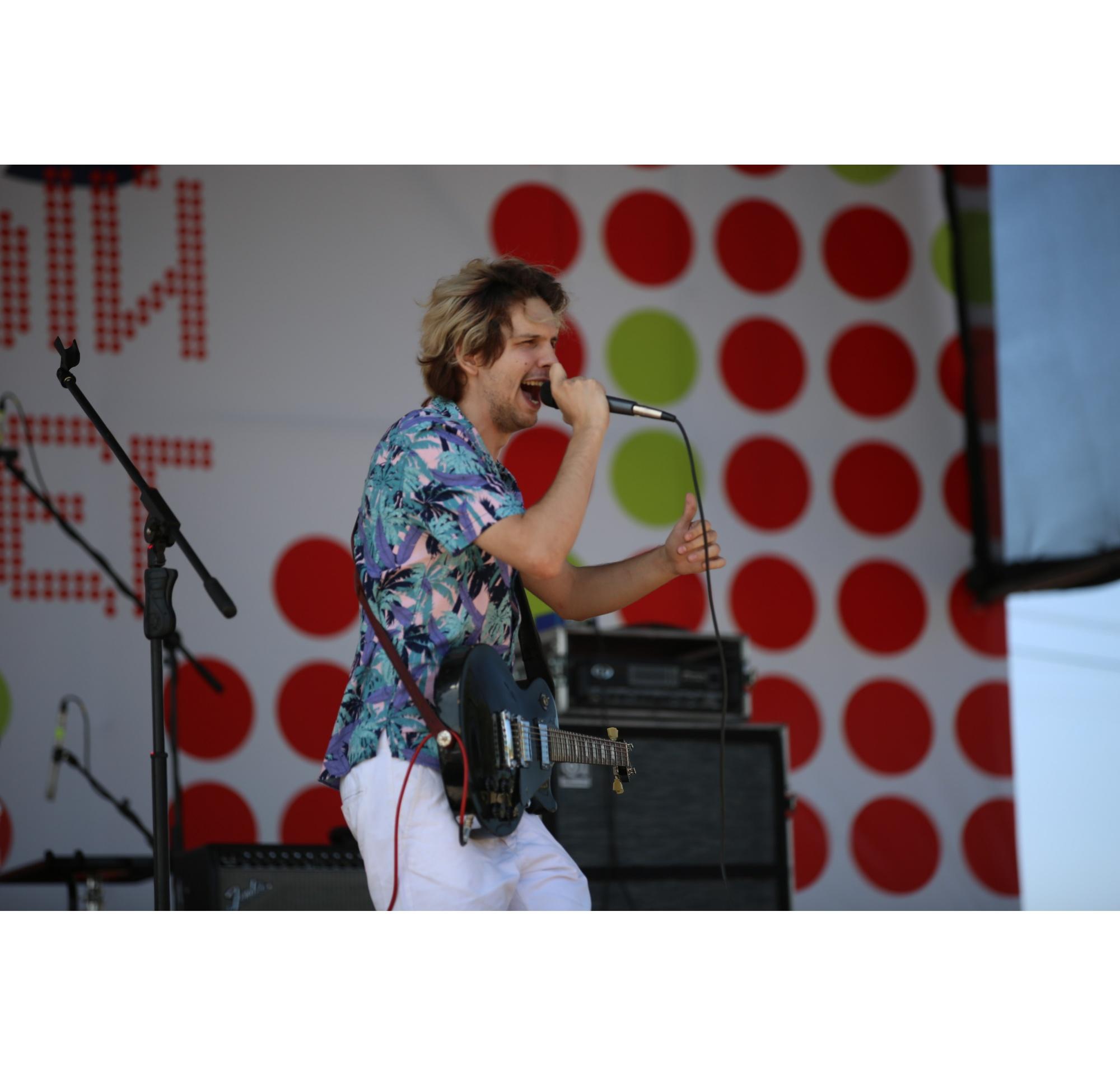 На фестивале выступали музыкальные группы из разных городов:He called her jen, АлоэВера,Морэ&Рэльсы и другие