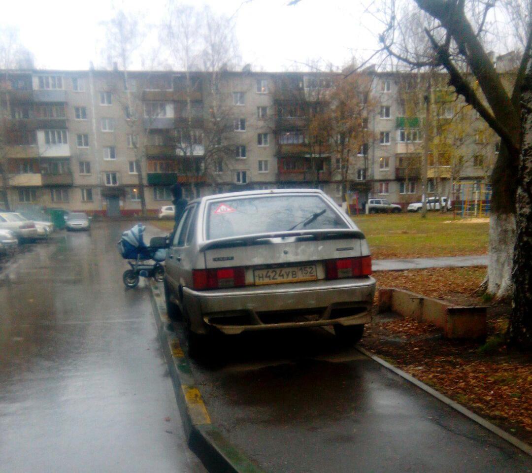 Короли парковки. Автомобилисты захватили тротуары в Нижнем Новгороде