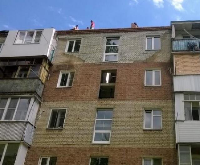В пострадавшем от взрыва доме в Таганроге восстановлены стены