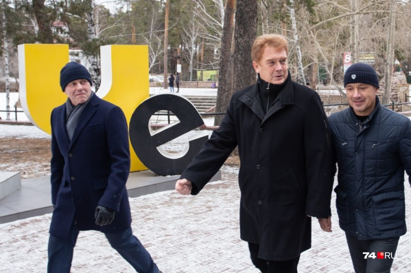 Владимир Елистратов (в центре) напомнил, что последняя реконструкция в парке была 15 лет назад