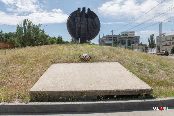 Застраивать разрешили парк за памятником Народному ополчению
