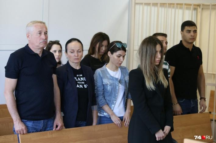 В Челябинске отдали под суд студентку, которая за рулём Mercedes насмерть сбила парня