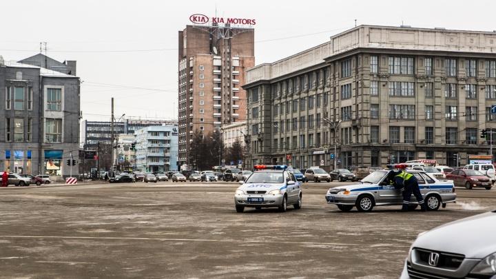 ГИБДД закрыла парковку на площади Ленина