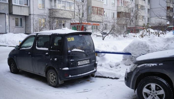 Двум семьям с детьми-инвалидами разрешили парковаться возле дома