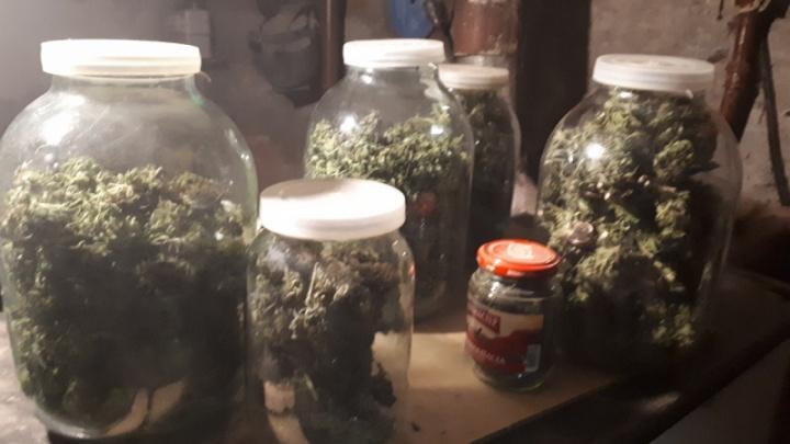 Марихуана банками: у жителя Самары нашли почти два килограмма наркотиков