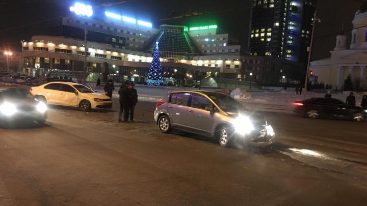 Из-за ДТП на Куйбышева в обе стороны встали трамваи