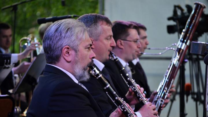 «Такого у нас еще не было»: Духовой оркестр Омской филармонии станет аккомпанировать певцам караоке