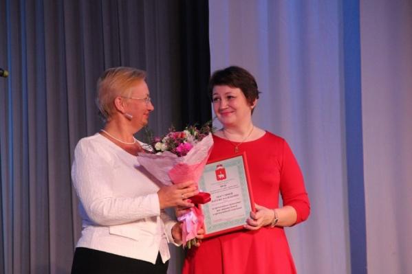 Наталию Шагулину (справа) уже несколько раз наградили за ее поступок, в том числе медалью«За отвагу»