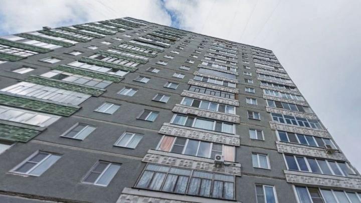 Жители 16-этажки на ЖБИ разыскивают соседку, из-за которой полтора месяца сидят без горячей воды