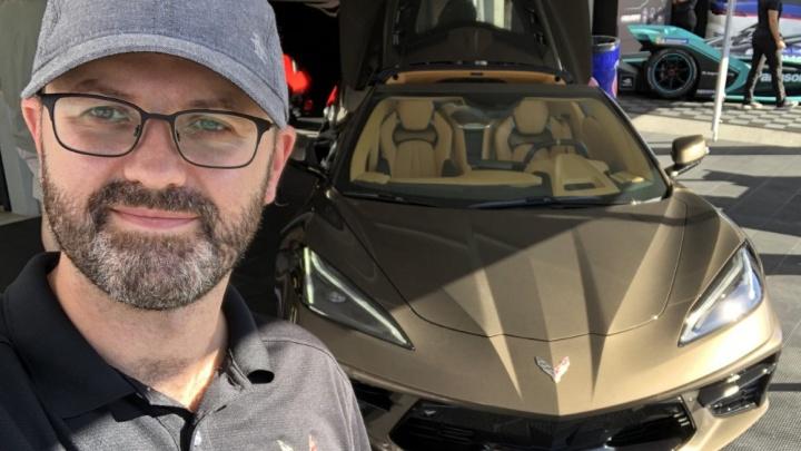 От космолёта к спорткару: как российский дизайнер создал новый Chevrolet Corvette и «Бамблби» Camaro