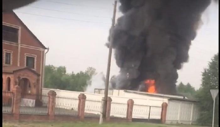 Под Тюменью сгорели две фуры, еще одну машину удалось спасти