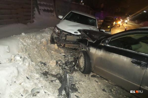 Пострадали водитель и пассажир KIA