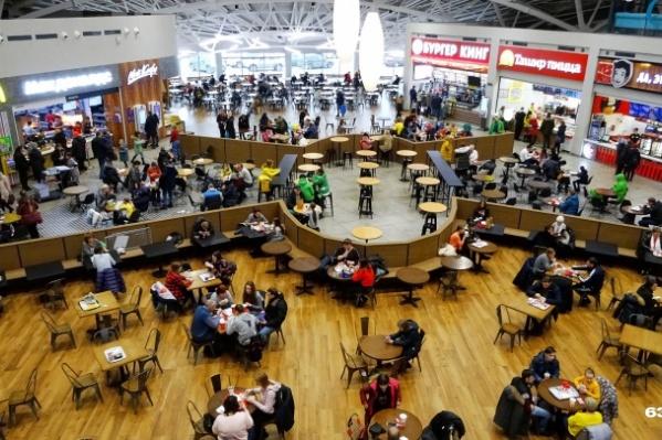 Фуд-корт — традиционно одно из самых многолюдных мест в ТЦ