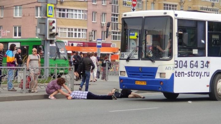 Мужчина, которого сбил автобус на «Токарей», находится в тяжелом состоянии в реанимации