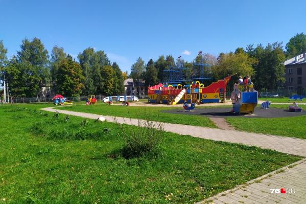 Родители испугались маньяков-педофилов на этой детской площадке в Семибратове