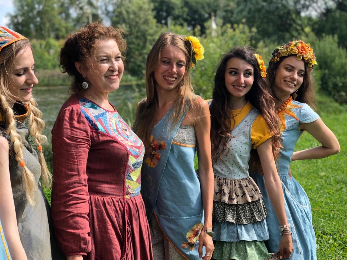 Девушки, надели бы такие платья?