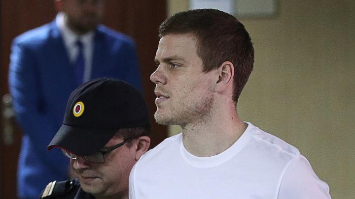 Футболистов Кокорина и Мамаева приговорили к реальным срокам в колонии
