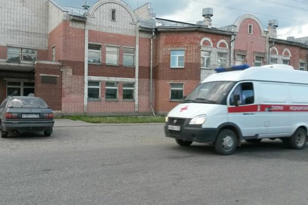 13 июня вечером в Центральную районную больницу с огнестрельным ранением привезли подростка, в которого из ружья попал нетрезвый экс-полицейский