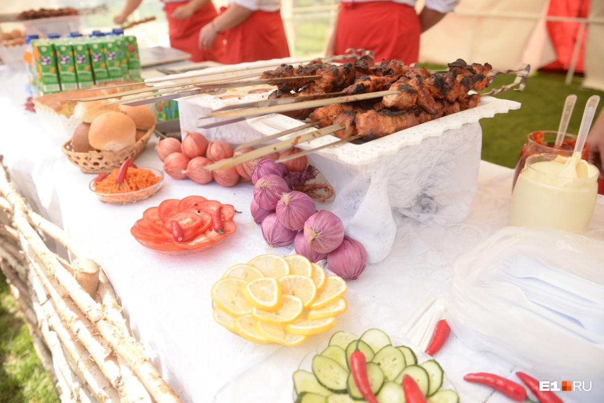 Шашлык тоже может побороться за звание летнего блюда