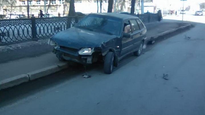Стали известны подробности столкновения Land Cruiser и ВАЗ в Уфе