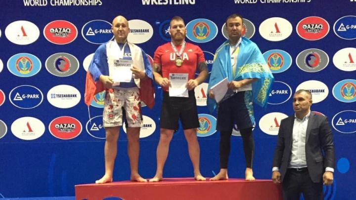 Новосибирец в обтягивающей майке взял серебряную медаль на чемпионате мира по грэпплингу