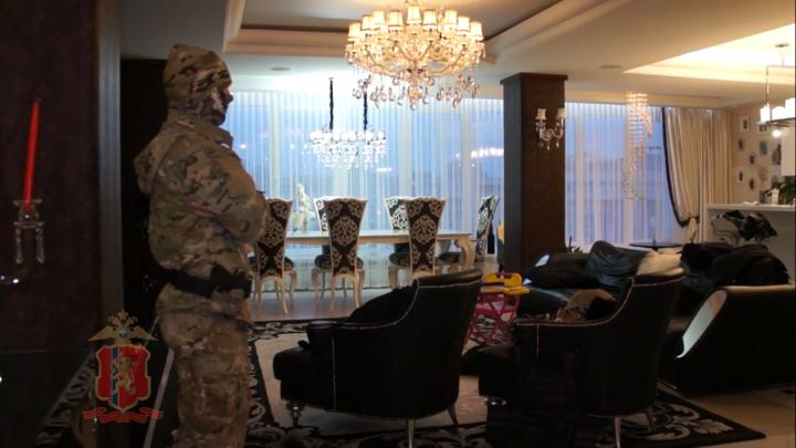 Появилось видео обысков в квартире по делу бизнесмена и депутата Романа Гольдмана