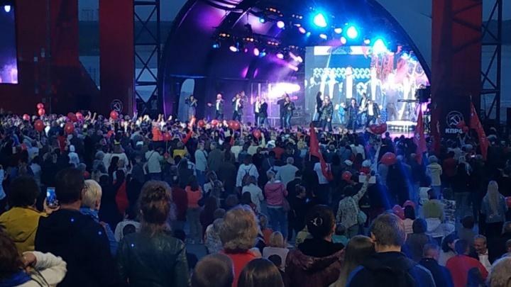 На набережной Новосибирска выступил «Хор Турецкого» — на концерт пришли несколько тысяч сибиряков