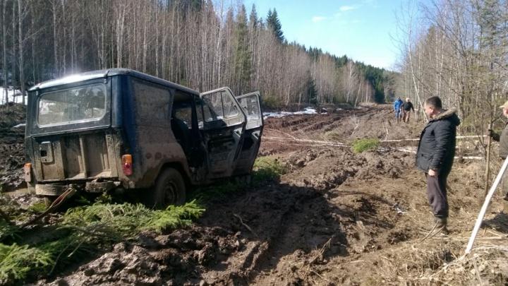 Жители деревни Шатово пожаловались в прокуратуру на дорогу, где застряла машина скорой помощи